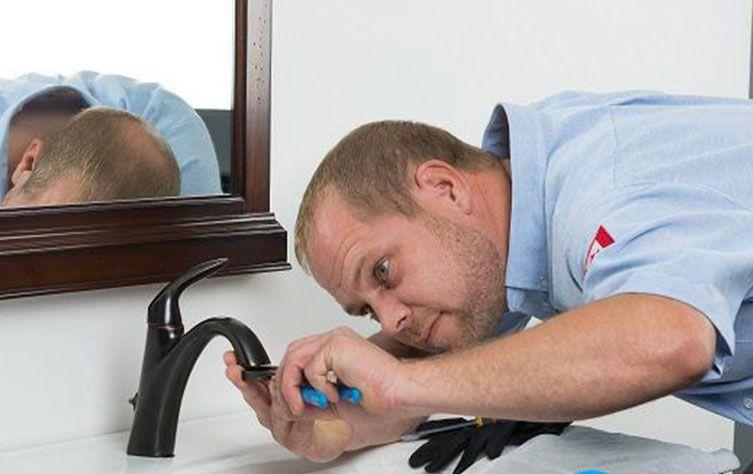 Un idraulico urgente